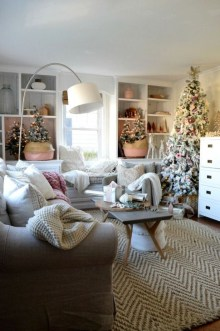 Gorgeous Winter Family Room Design Ideas 29
