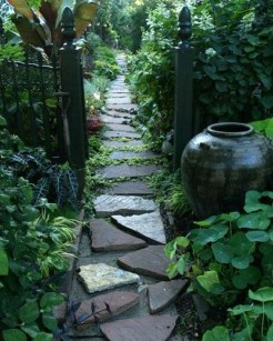 Innovative Stepping Stone Pathway Decor For Your Garden 01
