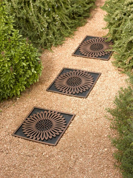 Innovative Stepping Stone Pathway Decor For Your Garden 11