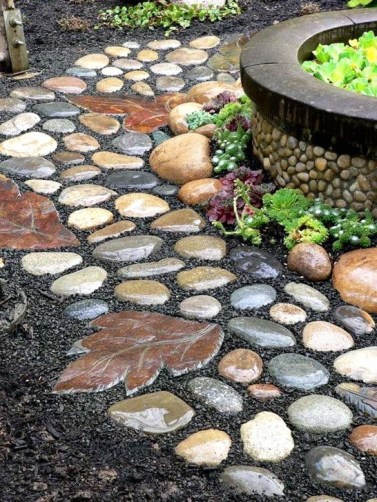 Innovative Stepping Stone Pathway Decor For Your Garden 13