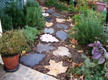 Innovative Stepping Stone Pathway Decor For Your Garden 16