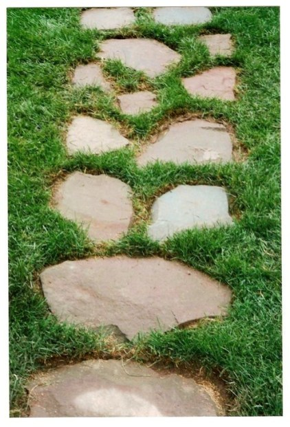 Innovative Stepping Stone Pathway Decor For Your Garden 23