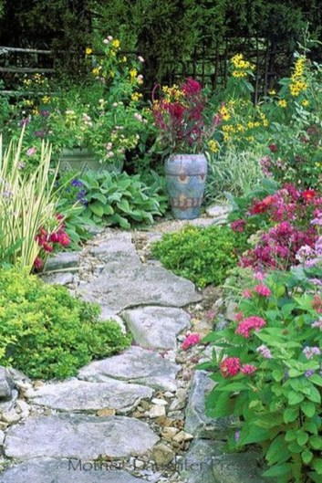 Innovative Stepping Stone Pathway Decor For Your Garden 40