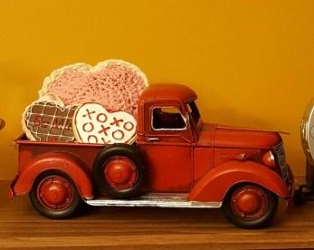 Inspiring Farmhouse Style Valentines Day Decor Ideas 13