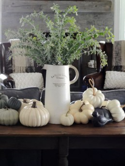 Neutral Winter Decoration Ideas For Your Home 40