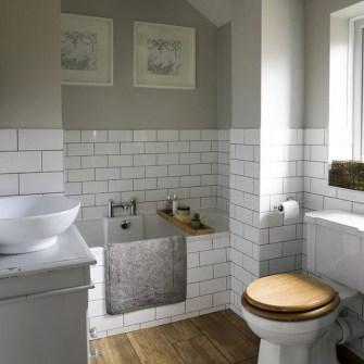 Simple Traditional Bathroom Design Ideas 02