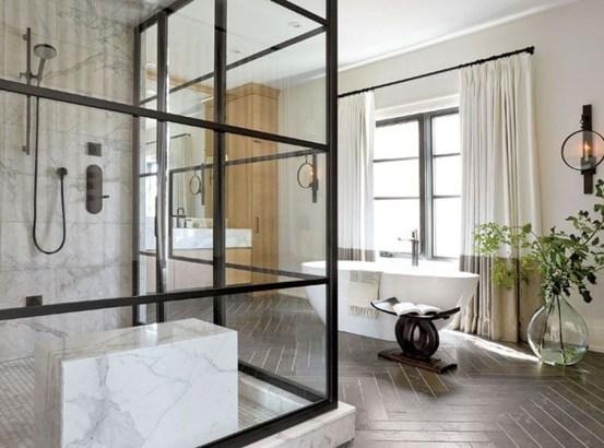 Simple Traditional Bathroom Design Ideas 19