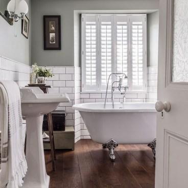 Simple Traditional Bathroom Design Ideas 23