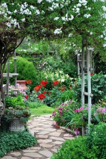 Best DIY Garden Path Designs You Can Bulid To Complete Your Gardens 19