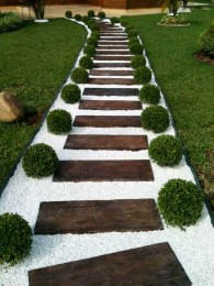 Best DIY Garden Path Designs You Can Bulid To Complete Your Gardens 47