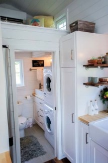 Cool Tiny House Bathroom Remodel Design Ideas 28