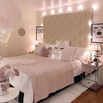 Cute Pink Bedroom Design Ideas 19