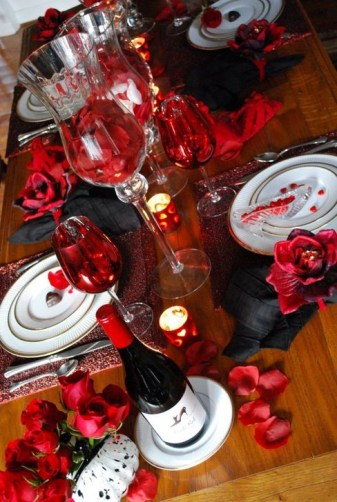 Elegant Table Settings Ideas For Valentines Day 29