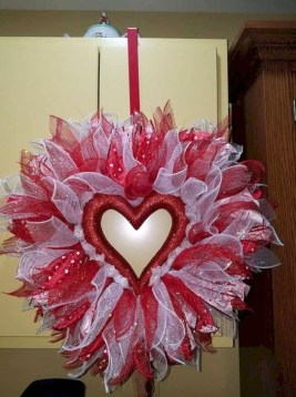 Simple DIY Valentines Day Decor Ideas 18