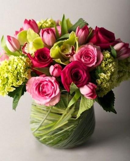 Stunning Valentine Floral Arrangements Ideas 19