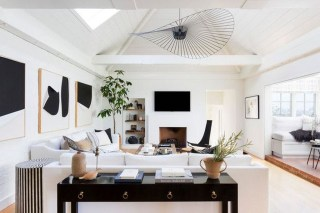 Cozy Black And White Living Room Design Ideas 12