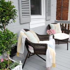 Impressive Porch Decoration Ideas For This Spring 14