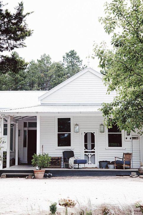 Marvelous Cottage House Exterior Design Ideas 05