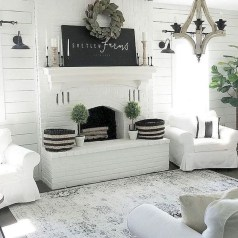 Rustic Farmhouse Fireplace Ideas For Your Living Room 39
