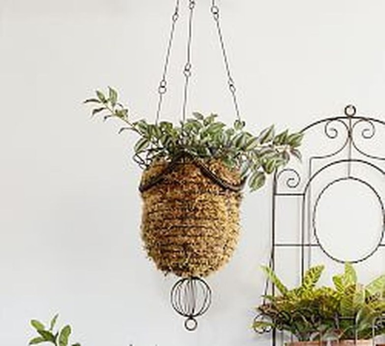 Beautiful Hanging Planter Ideas For Outdoor 29