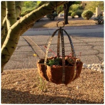 Beautiful Hanging Planter Ideas For Outdoor 30