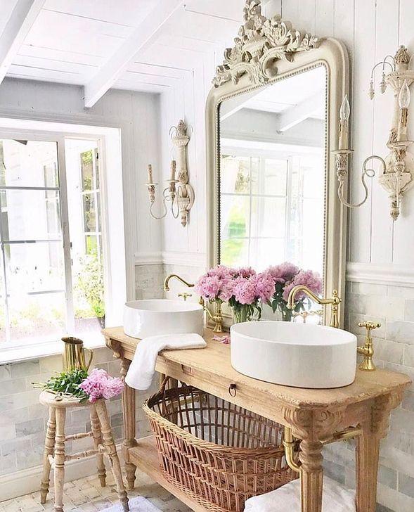 Cute Shabby Chic Bathroom Design Ideas 44