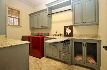 Innovative Laundry Room Design With French Country Style 21