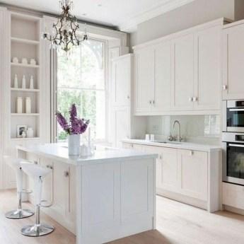 Minimalist Small White Kitchen Design Ideas 09