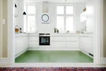 Minimalist Small White Kitchen Design Ideas 11