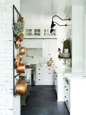 Minimalist Small White Kitchen Design Ideas 13