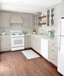 Minimalist Small White Kitchen Design Ideas 24