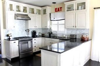 Minimalist Small White Kitchen Design Ideas 32