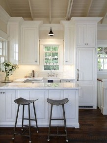 Minimalist Small White Kitchen Design Ideas 37