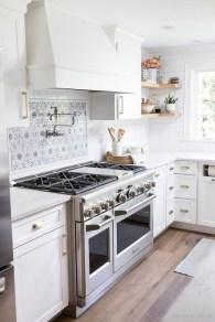 Minimalist Small White Kitchen Design Ideas 40