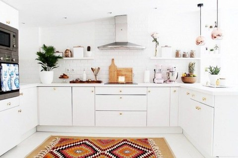 Minimalist Small White Kitchen Design Ideas 43