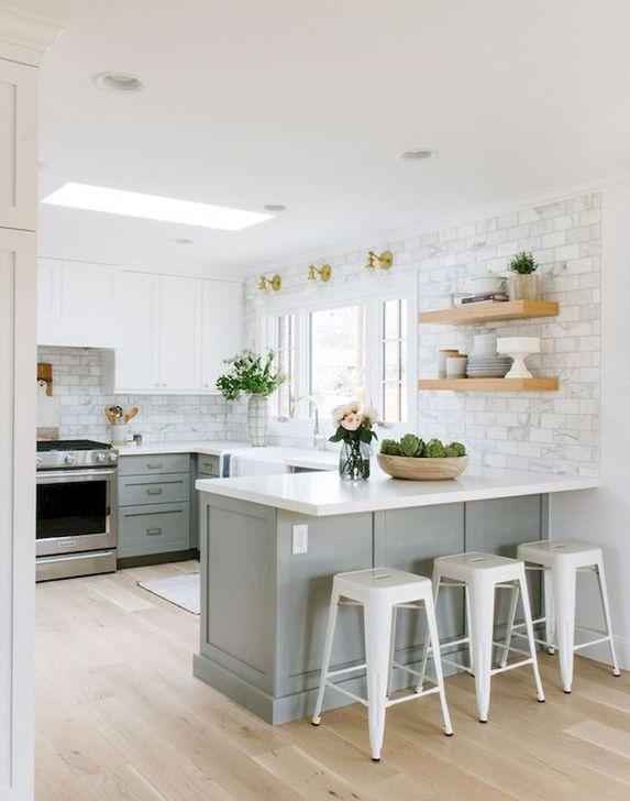 Minimalist Small White Kitchen Design Ideas 46