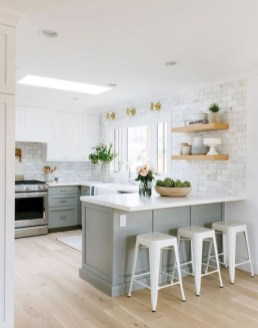 Minimalist Small White Kitchen Design Ideas 46