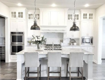Minimalist Small White Kitchen Design Ideas 47
