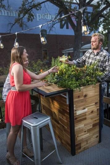 Cheap And Easy DIY Outdoor Bars Ideas 04