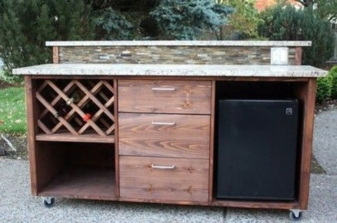 Cheap And Easy DIY Outdoor Bars Ideas 40