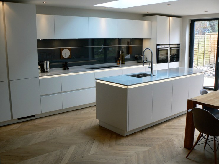 Magnificient Open Plan Kitchen With Feature Island Ideas 18