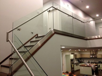 Perfect Glass Staircase Design Ideas 18