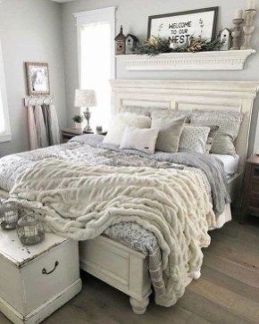 Charming Bedroom Furniture Ideas To Get Farmhouse Vibes 15