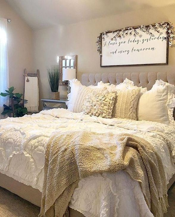 Charming Bedroom Furniture Ideas To Get Farmhouse Vibes 26