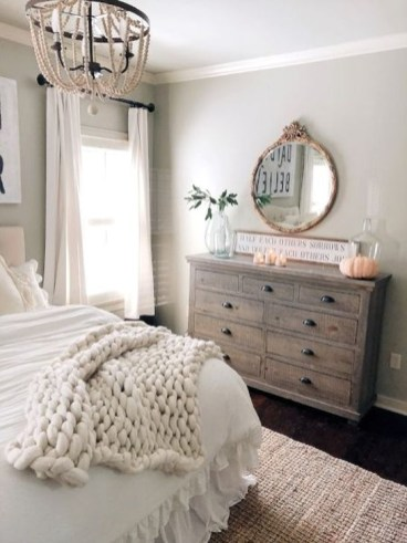 Charming Bedroom Furniture Ideas To Get Farmhouse Vibes 36