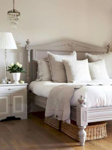 Charming Bedroom Furniture Ideas To Get Farmhouse Vibes 37