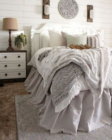Charming Bedroom Furniture Ideas To Get Farmhouse Vibes 38