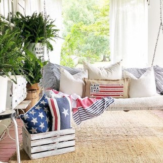 Super Patriotic Porch Independence Day Decoraion Ideas 31