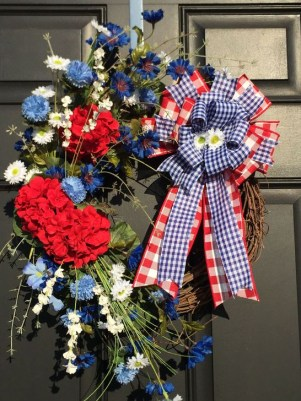 Super Patriotic Porch Independence Day Decoraion Ideas 42