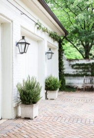 Classy Traditional Outdoor Lighting Ideas For Your House 14